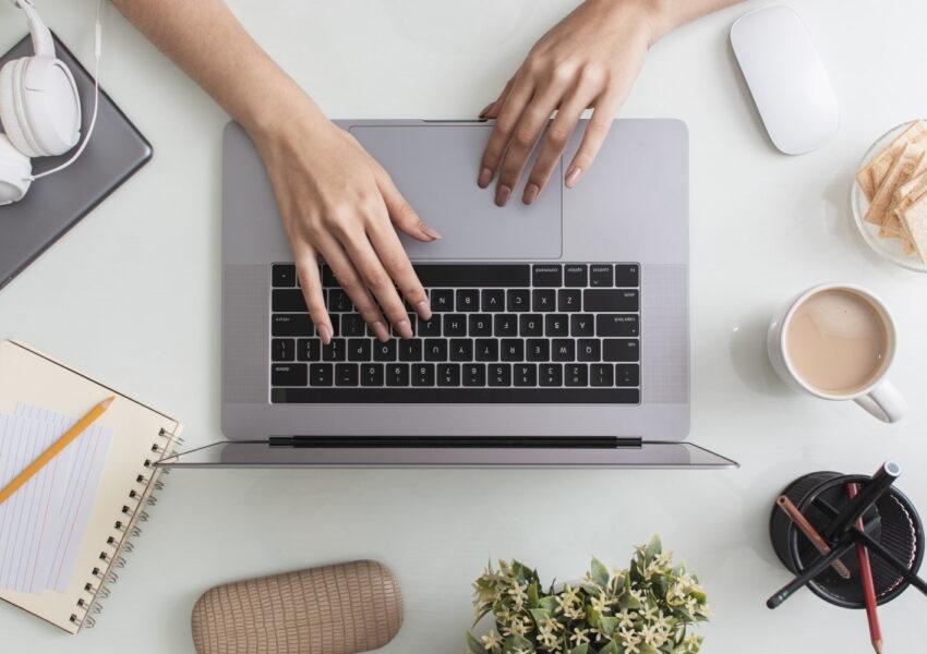 Laptop jest tak popularnym urządzeniem w dzisiejszych czasach, że właściwie ciężko sobie wyobrazić bez niego normalne funkcjonowanie