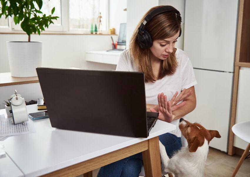 Lenovo ThinkPad X1 Yoga Gen 6należy do rodziny Premium urządzeń kierowanych do dynamicznych i często przemieszczających się użytkowników biznesowych